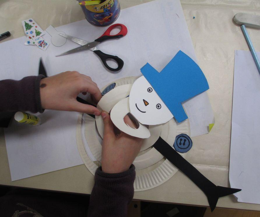 Fabriquer un bonhomme de neige carton le blog de la biblioth que municipale de d ols - Fabriquer un bonhomme de neige ...
